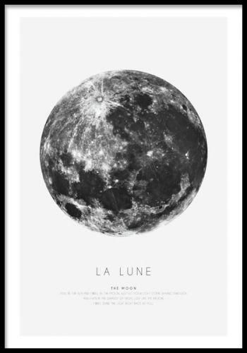 La Lune, affisch med månen. Fin tavla till inredning. En snygg poster i grafisk stil med månen. Jättefin i ram i t. ex vardagsrummet och massar många olika inredningar. Desenio.com