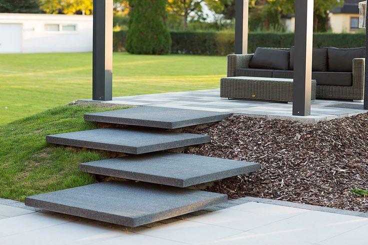 Freischwebende Treppe Hauseingang Stufen Stufenelemente Extra Groß XXL Treppe Betonstufen Designer Gartengestaltung Moderne Außentreppe