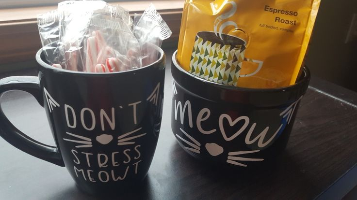 Cricut vinyl on coffee mug and soup bowl. Gift ideas. #meow #dontstressmeowt