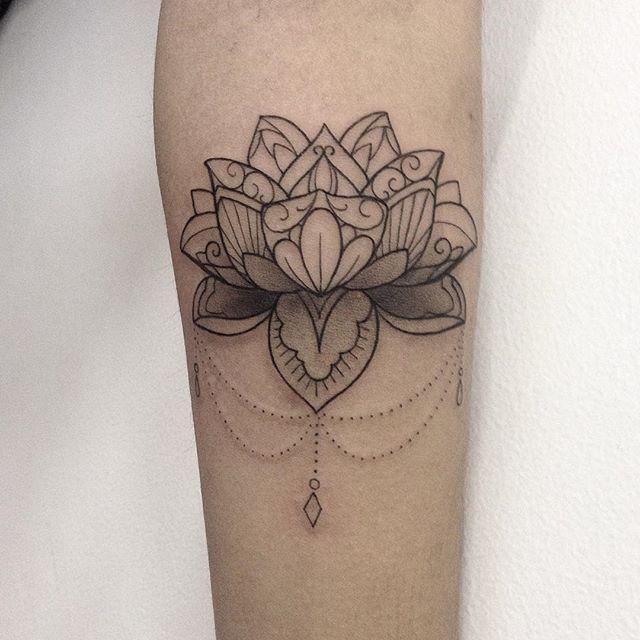 25 best ideas about flor de lotus mandala on pinterest. Black Bedroom Furniture Sets. Home Design Ideas