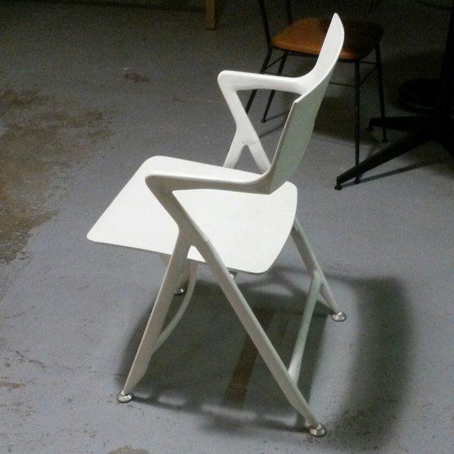 Oltre 25 fantastiche idee su sedie di plastica su for Sedie design plastica