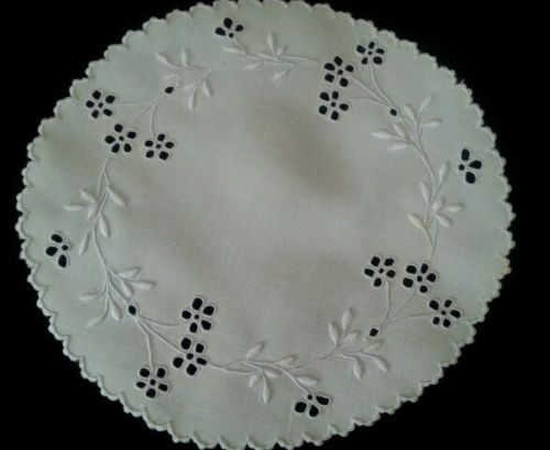Antique-Embroidered-Linen-Doily-Early-1900s-3-Edwardian-Whites-Excellent