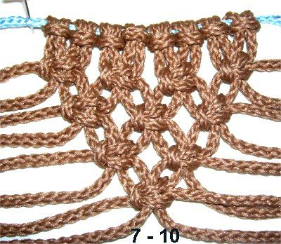 Alternating V Patterns are tied so that the rows of Alternating Square knots form a diagonal edge along the outside, inside, or both. They are frequently seen in vintage Macrame patterns. You will see them in wall hangings, plant hangers, and many other projects.