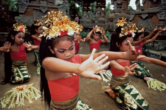 Dance,Indonesia my dream is to travel and take pictures like these and be exposed to other cultures :)