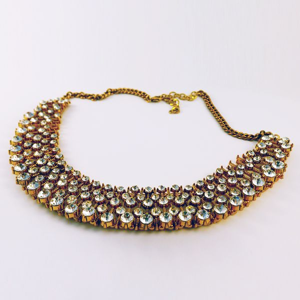 Anastasia: Who wouldn't love to find this gorgeous statement necklace under the tree this Christmas? It'll bring any outfit to life, but we like it with a prom-fit dress for a dash of retro 50s glam. Want treat yourself? Find yours here: http://www.eleanorhalljewellery.com/collections/christmas/products/anastasia