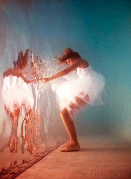 Beautiful underwater art ║ #underwater #photography