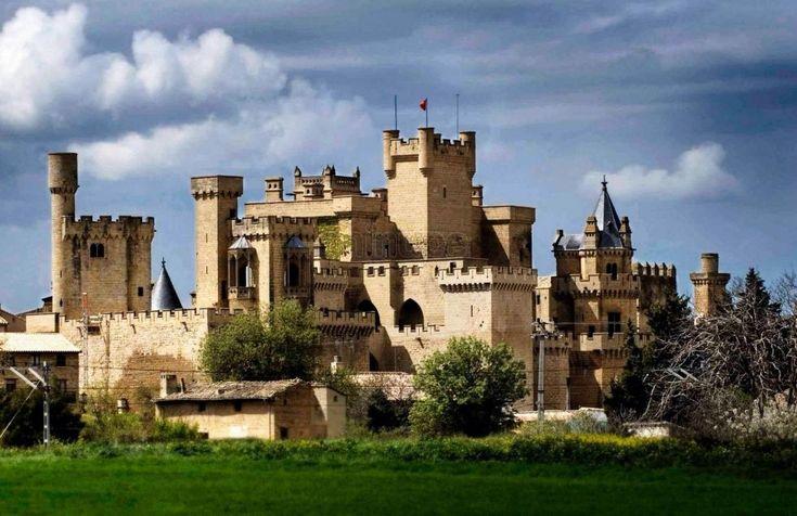 Castillo de Olite en Navarra. El Castillo-Palacio de los Reyes de NAVARRA