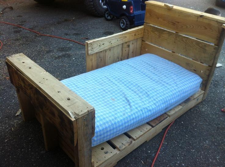 best 25 pallet toddler bed ideas on pinterest kids pallet bed diy toddler bed pallet and kids furniture inspiration - Cheap Toddler Bed Frames