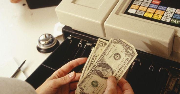 Consejos para currículum vítae para una posición de cajero bancario. Cuando solicitas un puesto como cajero en un banco, una de las preocupaciones más apremiantes del director de recursos humanos será tu historial con el manejo del dinero. Él querrá asegurarse razonablemente de que el efectivo del banco estará a salvo en tu cuidado. Así que cuando escribes tu currículum vítae para este tipo de posición, asegúrate ...