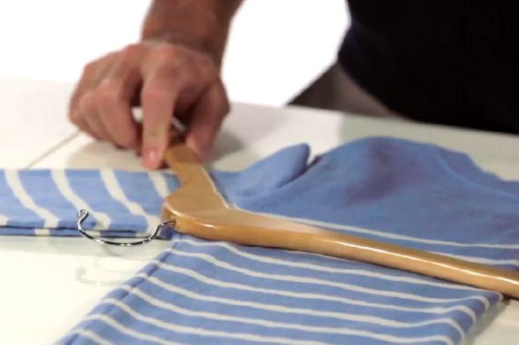 Une technique simple pour suspendre un chandail sans le déformer!