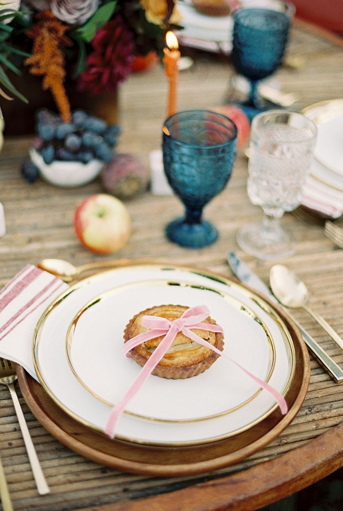 Individual Mini Apple Pie Favors  https://heyweddinglady.com/colorado-mountain-wedding-shoot-boho-chic-style/     #wedding #weddings #weddingideas #bohemianbride #bohemianwedding #fallwedding #autumnwedding #eventdesign #weddingstyling #bohobride #floraldesign #weddingflowers