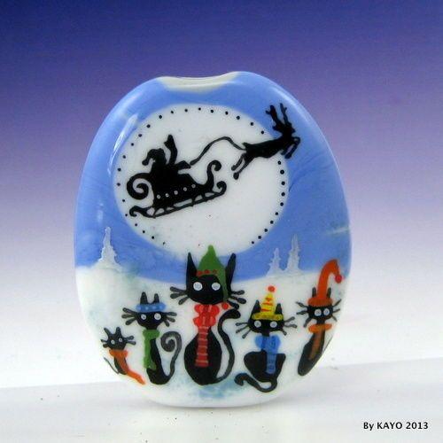 """""""THE SANTA PATROL"""" von KAYO eine handgefertigte XMAS CAT Lampwork Art Glass Focal Bead SRA"""