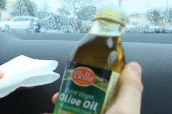 Astuce efficace et économique pour nettoyer le tableau de bord de votre voiture
