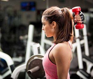 "Shape Up #55 Συνήθως εμείς οι γυναίκες όταν ξεκινάμε κάποιο πρόγραμμα γυμναστικής το τελευταίο που έχουμε στο μυαλό μας είναι τα βάρη. Ίσως γιατί ο νους μας πάει στην στερεοτυπική εικόνα των bodybuilders και των υπερβολικά φουσκωμένων κορμιών. Ωστόσο η μυϊκή ενδυνάμωση είναι απαραίτητη και για τις γυναίκες που θέλουν να έχουν ένα καλλίγραμμο και υγιές σώμα. Γι΄αυτό πείτε κι εσείς ""Ναι"" στα βάρη ... (http://gynaikaeveryday.gr/?page=calendar&day=2015-09-15)"