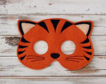 Gato  máscara de fieltro  Kitty  gris blanco por AnnsCraftHouse