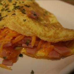 Easy Ham & Cheddar Omelet | Breakfast and Brunch Ideas | Pinterest