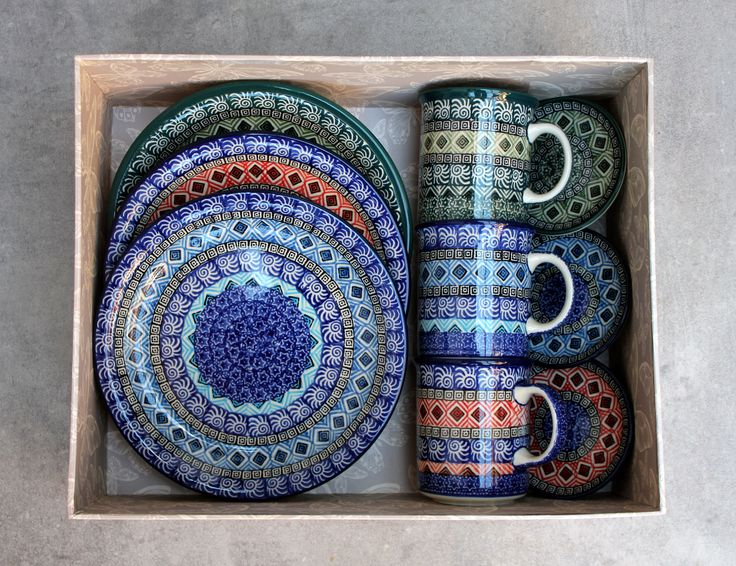 Traditional Handmade Polish Pottery from Boleslawiec . ELIMAshop.cz . stoneware . handmade . mug and plates .