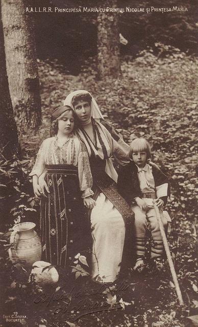 Königin Marie von Rumänien mit ihren Kindern Maria und Nicolae   Flickr - Photo Sharing!