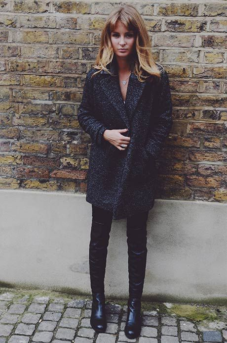 COAT – COMPTOIR DES COTONNIERS T SHIRT – MIH JEANS – NOBODY BOOTS – RUSSELL & BROMLEY RING AND NECKLACE – COTTON AND GEMS LASHES- MY MAYFAIR LASHES oct