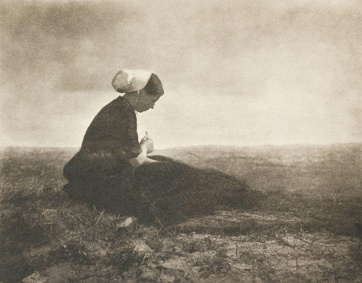 Netzflickerin, 1898, by Alfred Stieglitz