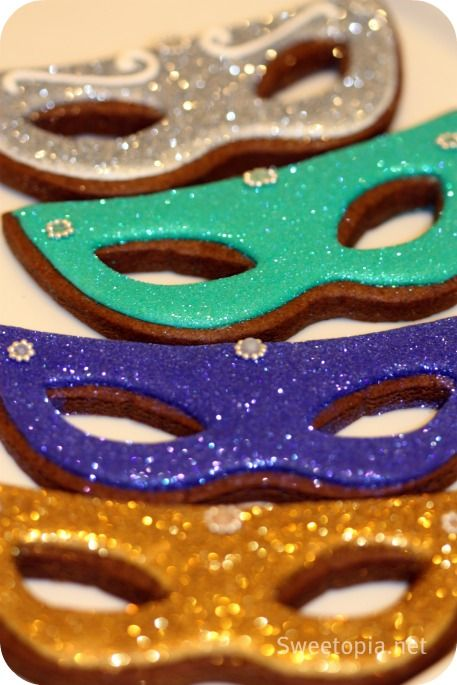 masquerade cookies | How to Decorate Mardi Gras Mask Cookies
