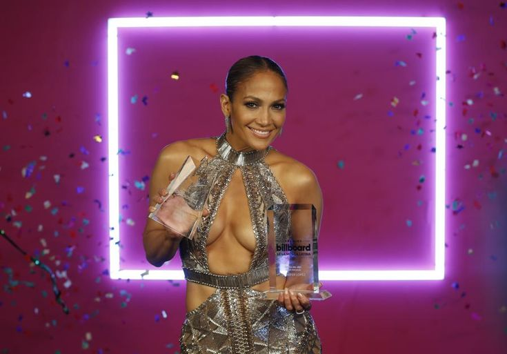 Jennifer Lopez verschijnt in wel heel doorzichtige jurk - Het Nieuwsblad: http://www.nieuwsblad.be/cnt/dmf20170501_02859985