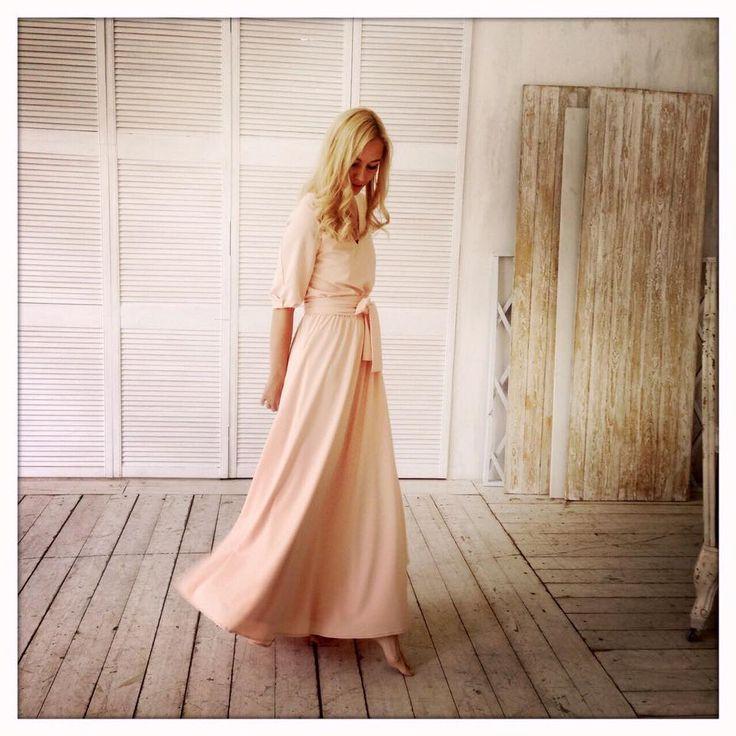 Хотите почувствовать себя легкой, нежной, летящей... Платье Сольвейг цвета пудры создано для Вас! 89163020222 цена 9900 Посмотреть на сайте http://www.fedorastudio.ru/shop/bag/card/ru.5951.htm