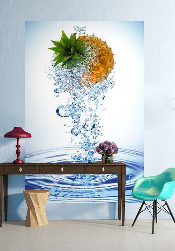 Największym hitem ostatnich lat są piękne kompozycje owoców w strugach rozpryskującej się wody – grafika taka ma w sobie tyle pozytywnej energii i rześkości, że stała się ulubionym elementem wielu kampanii reklamowych, ale także aranżacji wnętrz.     #fototapeta #owoce #DecoArt24