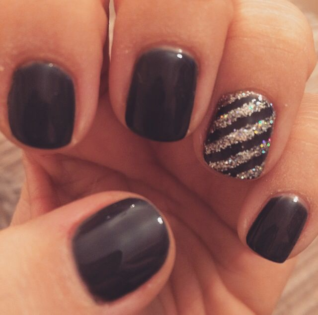 Dark grey with silver glitter striped accent nail
