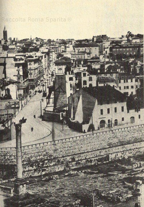 Zona Via Cavour Piazza delle Carrette, che si affacciava sul Foro Romano, altezza Basilica Emilia prima che si decida di sventrarla per dare alla città un assetto viario e monumentale considerato più cònsono ad una moderna capitale del Regno Anno: 1880