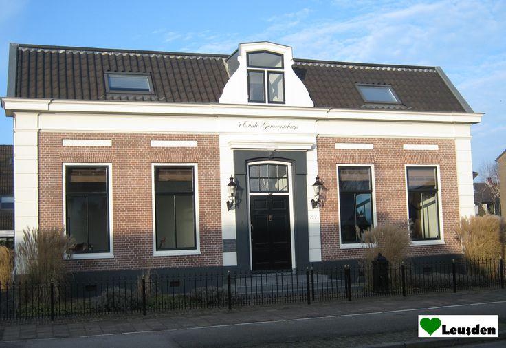 Oude gemeentehuis Leusden uit 1880 aan de Burgemeester de Beaufortweg