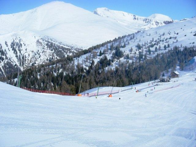 Skifahren mit Ausblick auf den großen Rosennock - die höchste Erhebung der Nockberge