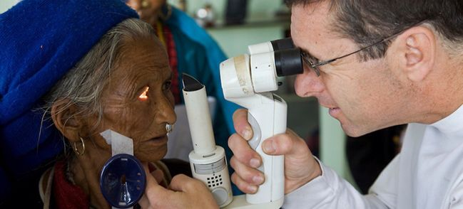 Two ophtalmologists dedicated to provide a cure to cataracts in Nepal