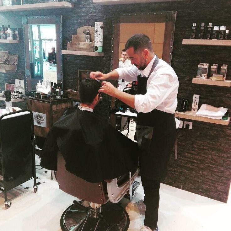 Y terminamos el @salonlook_ !! Fantásticos días llenos de buenos momentos y de mucho trabajo!!!! . . #salonlook2017 #madrid #showpositivo #peluqueria #estetica #headhackers #salonlookmadrid #salonlook #nails #belleza #barber #ifema #hairstyle #hairstyles #barberia #barbershop #modernsalon #beauty #hair  #brillbird #peluquero #dolordepies  #trend #hairsproducts @eurostil_tassel_pollie #elprat #Barcelona