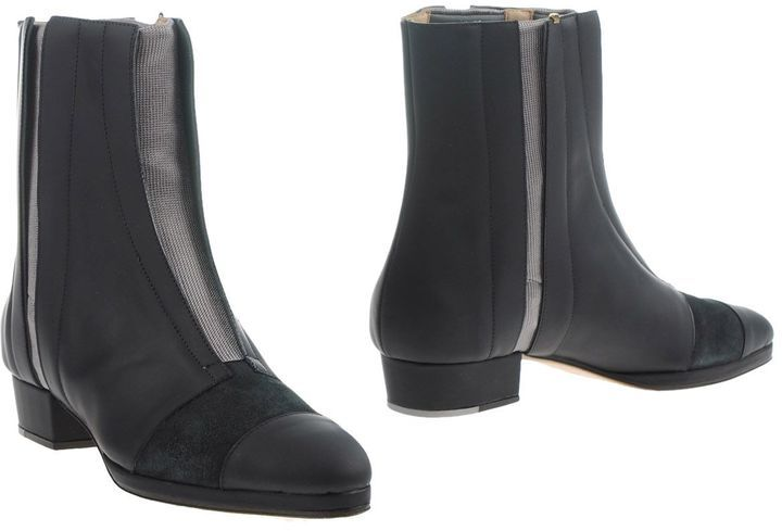 ZOE LEE Ankle boots