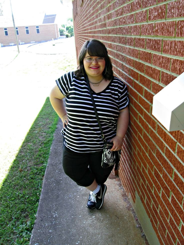 Unique Geek: Plus Size OOTD: Sporty Chic #plussizeoutfit #blackandwhiteoutfit #plussizefashionblogger