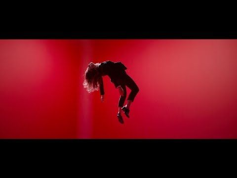 Christine and The Queens - Saint Claude (Clip Officiel) merci à Christine de relever (très très haut) la pop française
