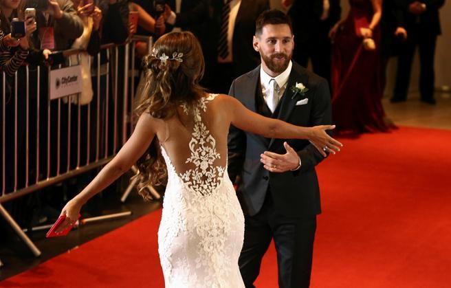 En esta imagen se observa al detalla la parte de atrás del vestido de Antonella