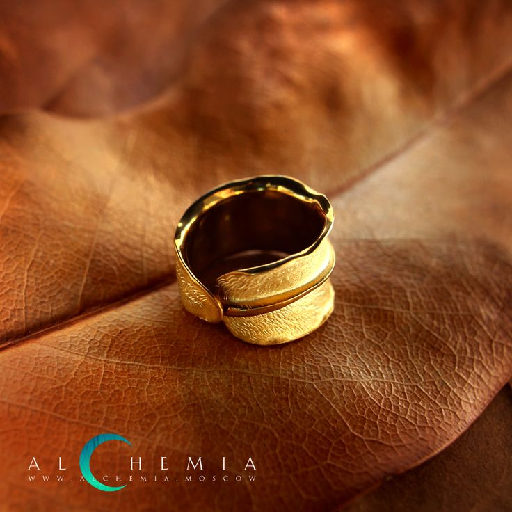 The Leaf ring. Gilded silver. Handmade by Alchemia Jewellery.