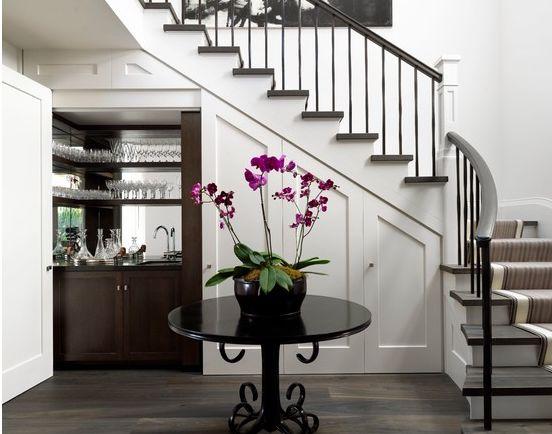 Las 25 mejores ideas sobre armario debajo de las for Como utilizar el espacio debajo de las escaleras