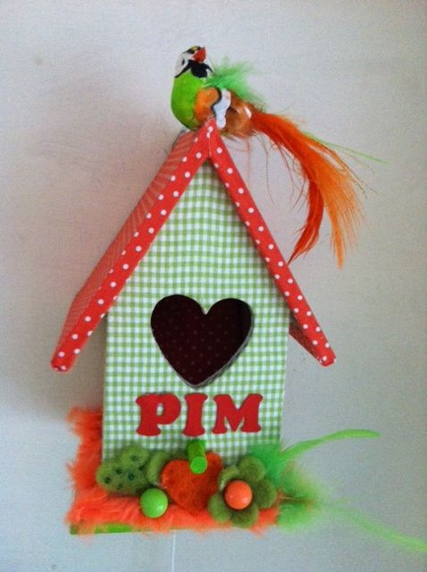 apple green and orange, just like Pim's baby room