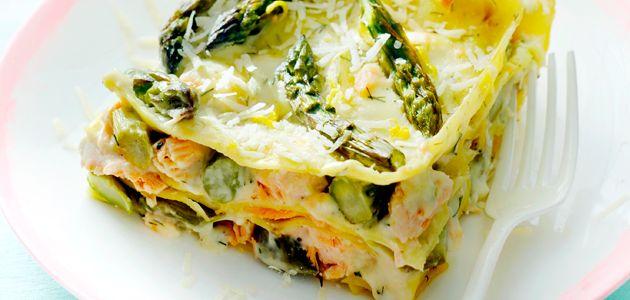 Lasagne met zalm, geraspte citroenschil en groene asperges - Margriet