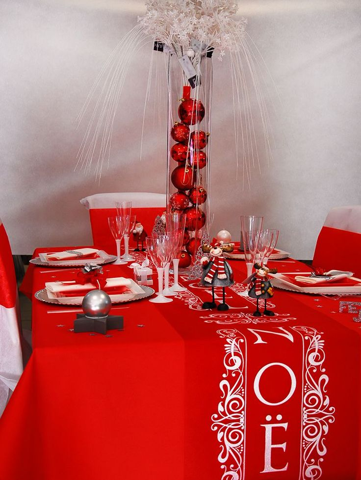 Table de no l 2015 la table de no l blanche et rouge for Table noel rouge