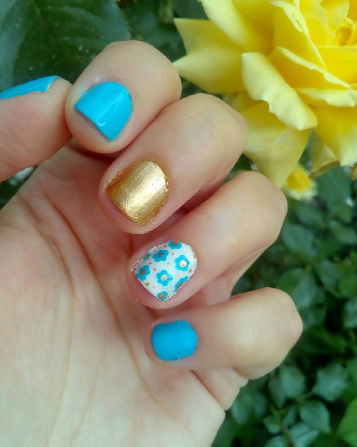 #nailsoftheday  Λατρεύω μπλε! #bluenails . . . #diaryofabeautyaddict #elbeautythings #nails #notd #nailart #flowernails #nailblogger #nailstagram #nailsbyme #nailsdesign #nbloggers #greekblogger #greekbloggers #bbloggersgr #bbloggers #beautyblogger #fbloggers #lbloggers #bestylishlybeautiful #nailslove #naillife #naillover #nailsaddict #naildesigns #myeditlook
