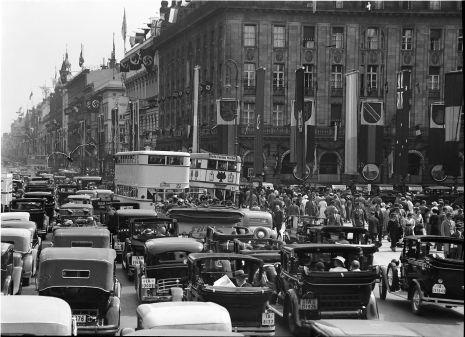 Berlin Olympiade 1936 Verkehr vor dem Hotel Adlon