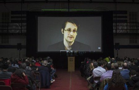 BUENOS AIRES (Reuters) - Argentina's President Cristina Fernandez held talks with U.S. whistleblower Edward Snowden during a visit to Russia in April, Anthony Romero, director of the American Civil Liberties Union and one of Snowden's lawyers said on Thursday.  Read more: http://uk.businessinsider.com/r-argentine-president-met-edward-snowden-in-moscow-lawyer-2015.