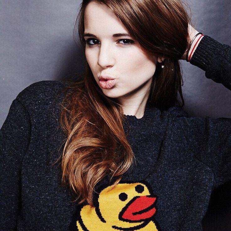 http://www.woman.ru/stars/medley1/article/153612/?startLeaflet=2