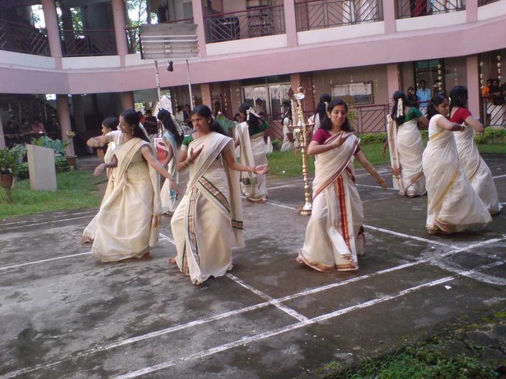 'Thiruvathira Kali' - a dance from Kerala performed by girls as a part of Onam celebrations.