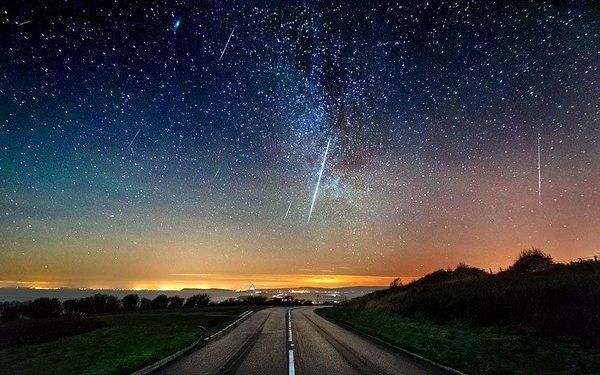 La pioggia di meteoriti Geminidi hanno lasciato il segno nei nostri cieli anche quest'anno. Non e' Natale senza le stelle cadenti. E poi quest'anno anche c