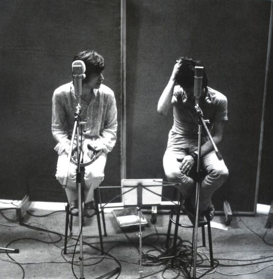 ...after the redlands police bust in february 1967, the besieged stones, especially keith, entrenched themselves in the shelter of the olympic recording studios in london in spring 1967. the group explored new musical dimensions and their satanic majesties request was still in an embryonic state. © gered mankowitz.